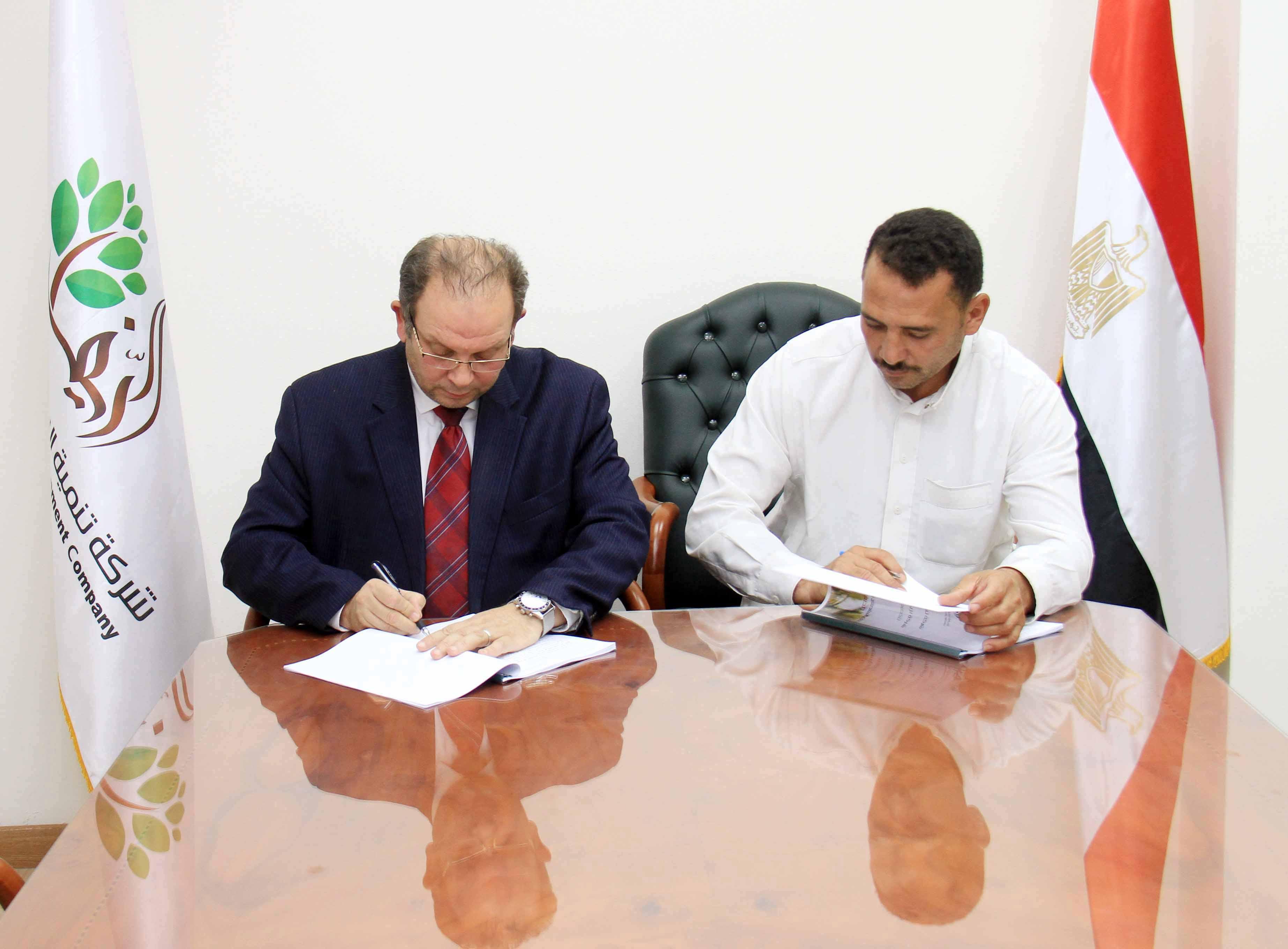 «الريف المصري» توقع 4 عقود تملك مع الشباب فى الـ1.5 مليون فدان (4)
