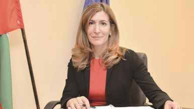 نيكولينا أنجلكوفا وزيرة السياحة البلغارية