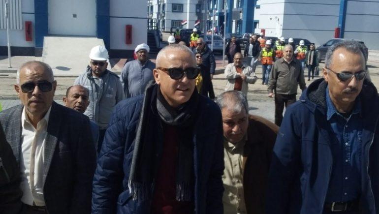 نائب رئيس هيئة المجتمعات العمرانية يتفقد محطة تحلية مياه شرق بورسعيد
