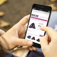 شراء الملابس و الأحذية ؛ التجارة الإلكترونية ؛ التجارة الالكترونية ؛ أون لاين