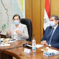 هالة السعيد وزيرة التخطيط و محمد سعفان وزير القوى العاملة