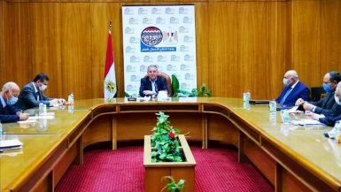 وزير قطاع الأعمال العام يناقش آليات تطبيق النظام الجديد لتداول القطن في 4 محافظات
