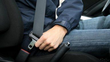 ربط الحزام فى السيارات