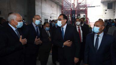 """رئيس الوزراء يشهد وصول ماكينة الحفر العميق إلى محطة """"الكيت كات"""" بالمرحلة الثالثة من الخط الثالث للمترو"""