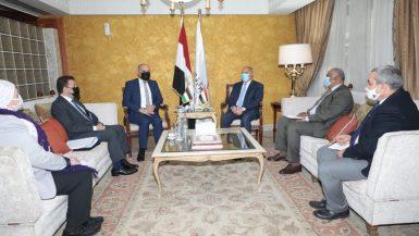 النقل: خط برى لنقل الركاب بين مصر والأردن والعراق بسعر 130 دولارا للفرد