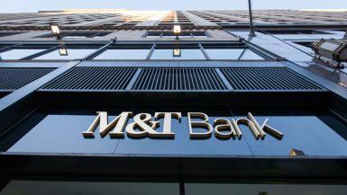 ضغوط الوباء تدفع البنوك الأمريكية نحو الاندماج