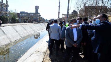 """رئيس الوزراء يتفقد مشروع تبطين الترع فى قرية """"سُبك الضحّاك"""" بالباجور"""
