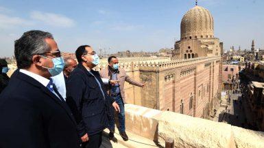 """رئيس الوزراء: تطوير """"القاهرة التاريخية"""" بمعايير """"اليونسكو"""".. ونحتاج لدعم أهالى المنطقة"""