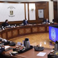 """رئيس الوزراء: الحكومة تسعى لخفض الدين العام رغم تحديات """"كورونا"""""""