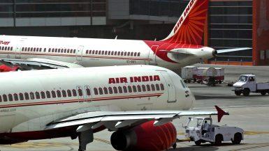 """الحكومة الهندية تعتزم بيع شركة طيران """"اير إنديا"""" لسد عجز الموازنة"""