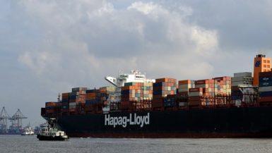 """الخط الملاحى """"هاباج لويد"""": 9 سفن عالقة فى قناة السويس وتحويل مسار 6 سفن لرأس الرجاء الصالح"""