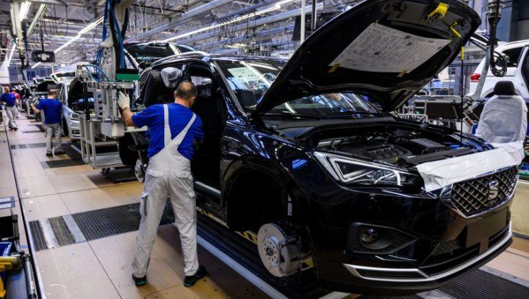 شركات صناعة السيارات العالمية تتحدى نقص الرقائق وتسجل مبيعات قوية