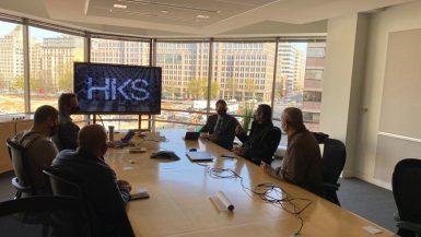 """وزير الإسكان يبحث مع مكتب """"HKS"""" الأمريكى إدارة مدينة طبية بالعاصمة الإدارية"""