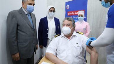 """وزيرة الصحة تشهد تطعيم المرشدين بقناة السويس بلقاح """"كورونا"""""""
