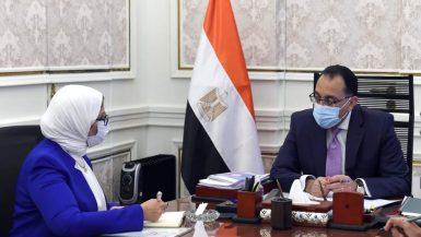 """رئيس الوزراء يتابع مع وزيرة الصحة موقف تنفيذ المنشآت الصحية بمبادرة """"حياة كريمة"""""""