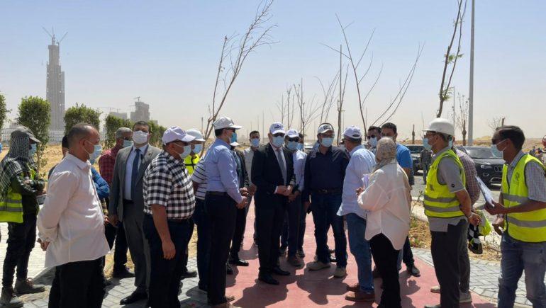 وزير الإسكان يتفقد مشروع الحدائق المركزية ومحور محمد بن زايد الجنوبى بالعاصمة الإدارية