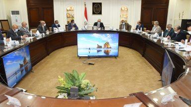 """وزير الإسكان يتابع الموقف التنفيذى لمشروعات مبادرة """"حياة كريمة"""" لتطوير الريف المصرى"""