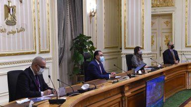 رئيس الوزراء يستعرض التصورات المقترحة لتطوير منطقة الفسطاط