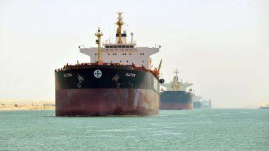 """""""قناة السويس"""" تسجل عبور 82 سفينة بإجمالى حمولات 4.7 مليون طن اليوم"""