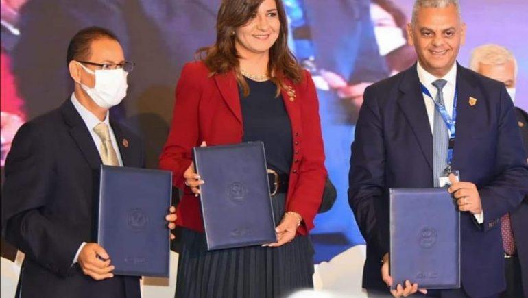 تعرف على تفاصيل إصدار أول وثيقة تأمين للمصريين العاملين والمقيمين بالخارج