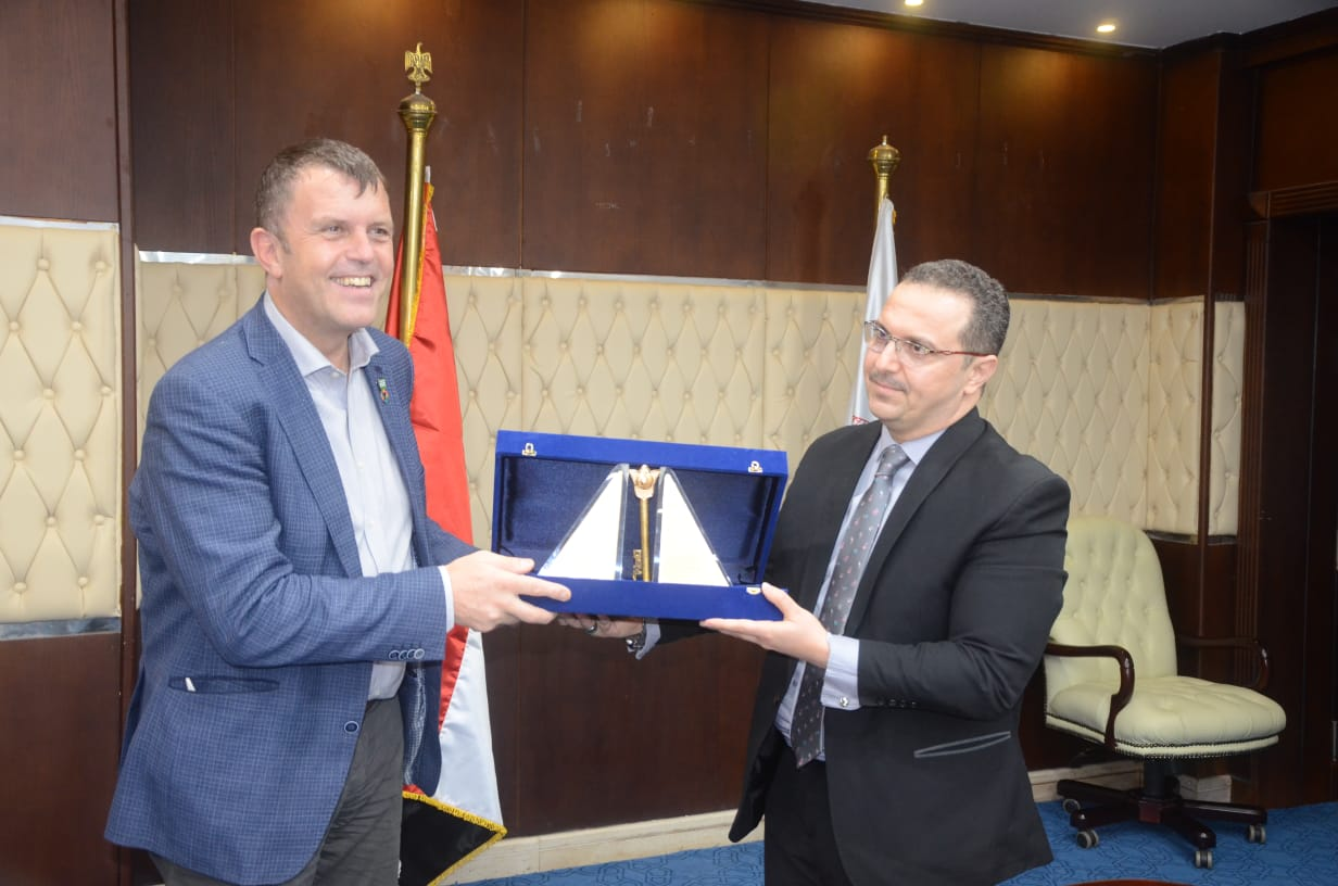 """1633941227 705 100521 3 The Deputy Minister of Housing discusses cooperation mechanisms with the """"Champion of Climate Action in the United Kingdom"""""""