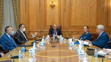 """""""وزير الإنتاج الحربى"""" يبحث مع """"سفيرة كولومبيا"""" تعزيز العلاقات الاقتصادية والاستثمارية"""